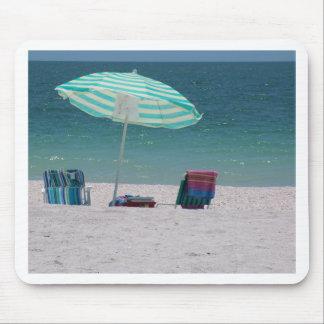 El tiempo de la playa está cerca alfombrilla de ratones