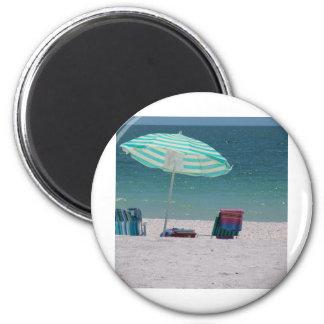 El tiempo de la playa está cerca iman de frigorífico