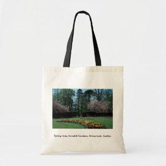 El tiempo de primavera, Annahill cultiva un huerto Bolsas