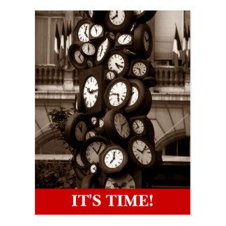El tiempo de relojes de la postal junta las piezas