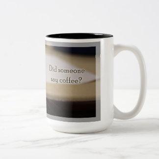 El tiempo dos del café de Rattie entonó la taza
