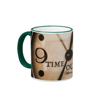 El tiempo hacia fuera asalta taza de dos colores