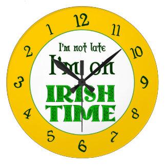 El tiempo irlandés al revés numera el reloj