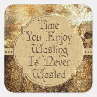 El tiempo que usted goza el perder nunca se pierde pegatina cuadrada