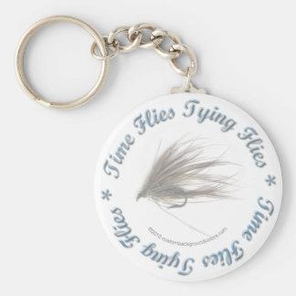 El tiempo vuela atando moscas llavero redondo tipo pin