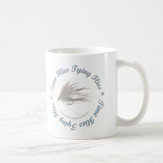 El tiempo vuela atando moscas taza de café
