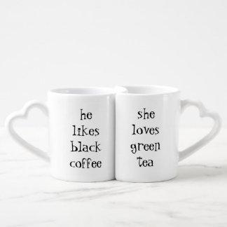 él tiene gusto del café sólo… que ella ama té set de tazas de café