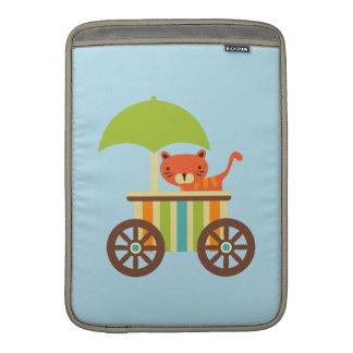 El tigre de bebé lindo en el carro del helado embr fundas macbook air
