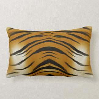 El tigre de los Arty raya el amortiguador del gato Almohada