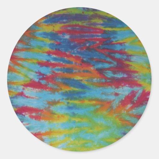 El tigre del arco iris raya el teñido anudado etiqueta redonda