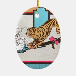 El tigre hambriento de la onza adorno navideño ovalado de cerámica