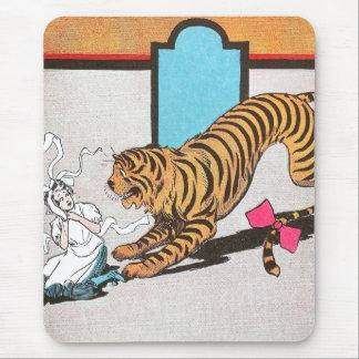 El tigre hambriento de la onza alfombrillas de ratones
