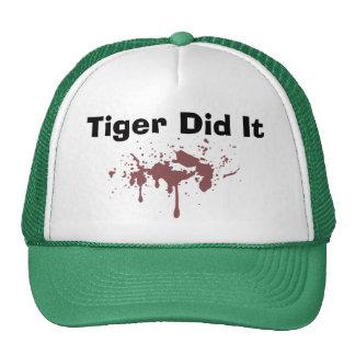 El tigre lo hizo gorros bordados