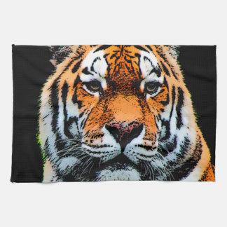 El tigre observa inspirado toallas