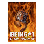 El tigre que salta a través de las llamas posters