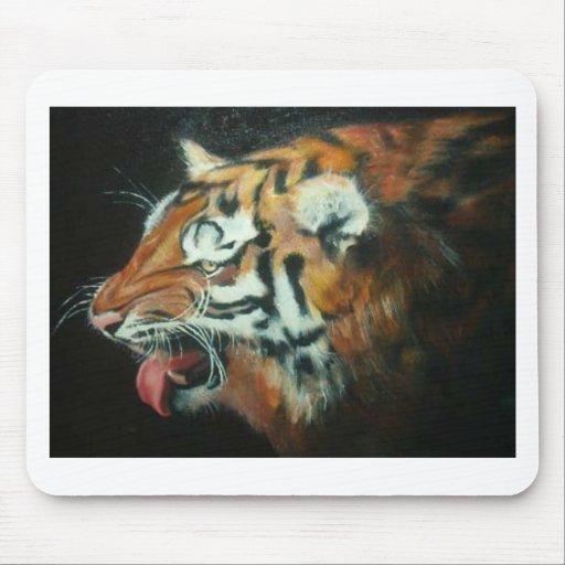 El tigre sonriente alfombrillas de ratón