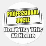 El tío profesional… no intenta esto en casa pegatinas redondas