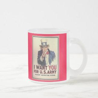El tío Sam icónico le quiere heló la taza