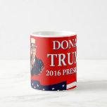 El tío Sam le quiere rojo de Donald Trump 2016 Taza