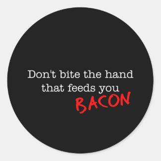 El tocino no muerde la mano etiqueta redonda