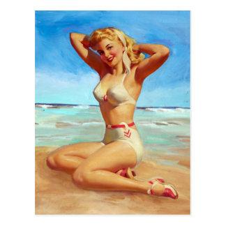 El tomar el sol en el Pin de la playa para arriba Postal