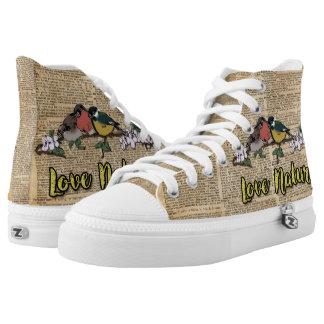 El top del alto de la naturaleza del amor de tres zapatillas