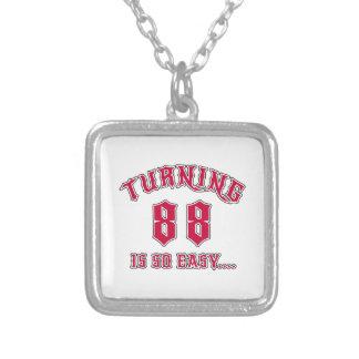 El torneado de 88 es cumpleaños tan fácil colgante cuadrado