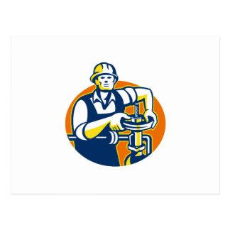 El trabajador del aceite de Pipefitter aprieta la Tarjeta Postal