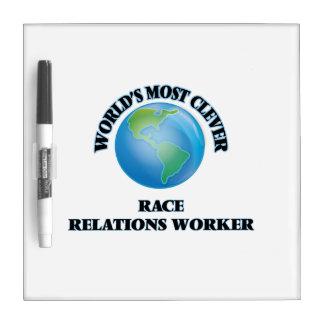 El trabajador más listo de las relaciones raciales tablero blanco