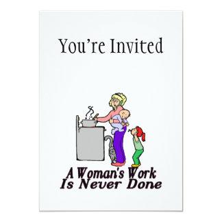 El trabajo de la mujer nunca se hace invitación 12,7 x 17,8 cm