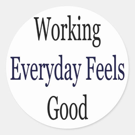 El trabajo diario se siente bien pegatina redonda