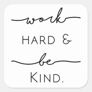 El trabajo difícilmente y sea bueno pegatina cuadrada