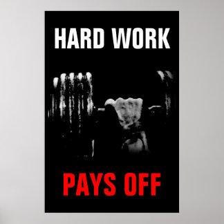 El trabajo duro paga el entrenamiento apagado póster