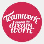 El trabajo en equipo hace el trabajo ideal pegatin