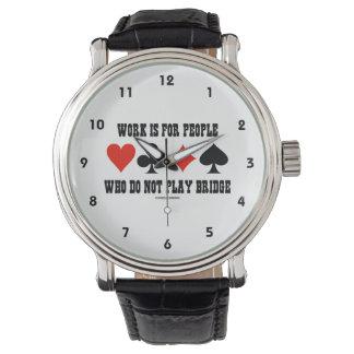 El trabajo está para la gente que no juega el reloj de mano