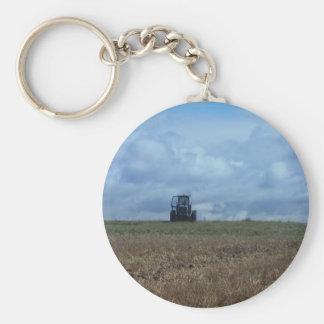 El tractor del granjero llavero redondo tipo pin