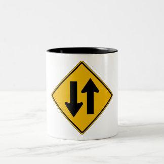 El tráfico bidireccional, trafica la señal de taza de dos tonos