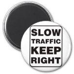 ¡El tráfico lento guarda a la derecha! Imán De Frigorífico
