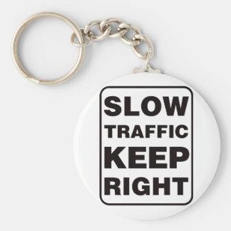 ¡El tráfico lento guarda a la derecha! Llavero Redondo Tipo Pin