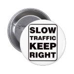 ¡El tráfico lento guarda a la derecha! Pin