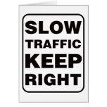 ¡El tráfico lento guarda a la derecha! Tarjetón