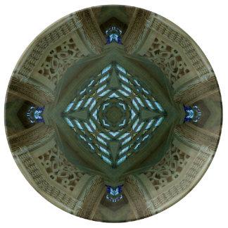El tragaluz de marfil arquea la placa platos de cerámica