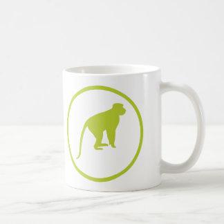 """El """"trampista del mono cagó"""" insignia taza básica blanca"""