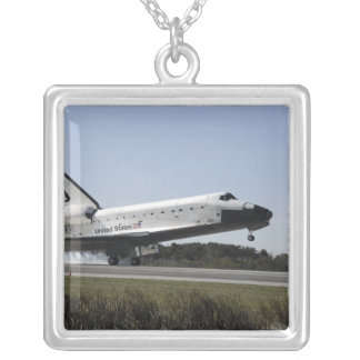 El transbordador espacial la Atlántida aterriza 3 Colgante Cuadrado