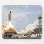 El transbordador espacial la Atlántida quita 21 Tapetes De Raton