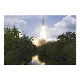 El transbordador espacial la Atlántida quita 3 Fotografias