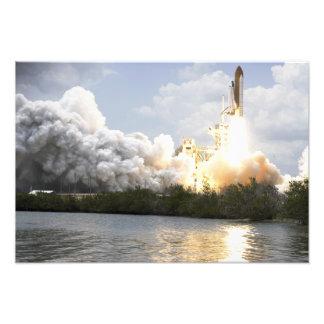 El transbordador espacial la Atlántida quita Cojinete