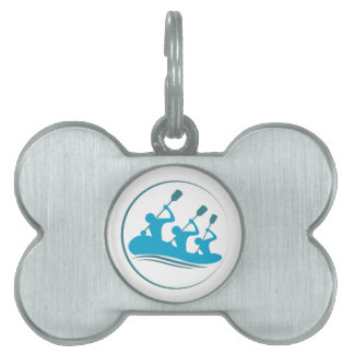 El transportar en balsa de río placas de nombre de mascota