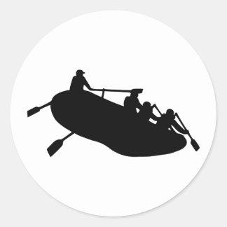 El transportar en balsa pegatina redonda