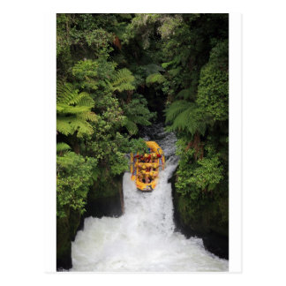 El transportar en balsa sobre la cascada Nueva Tarjetas Postales